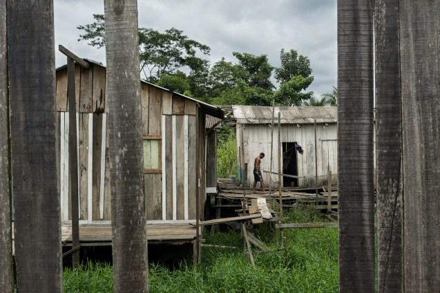 """""""Palafitas"""", Pfahlbauten, im Stadtteil Cidade Nova von Parauapebas. Das einstige Dorf, am Eingang des Bergbaukomplexes Grand Carajás gelegen, ist heute eine Stadt mit 300.000 Einwohnern und zieht weiterhin Migranten an, die auf der Suche nach Arbeit sind."""