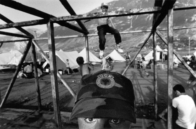Albania, Kukes. Refugee camp of Albanians from Kosovo ©Nikos Economopoulos-Magnum