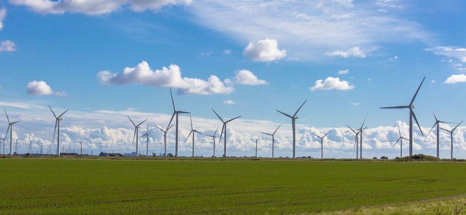 In den nächsten Jahren läuft die Nutzungsdauer einiger Windkraftanlagen ab, was das Recycling der GFK-Rotorblätter notwendig macht. (Quelle: Pixabay)