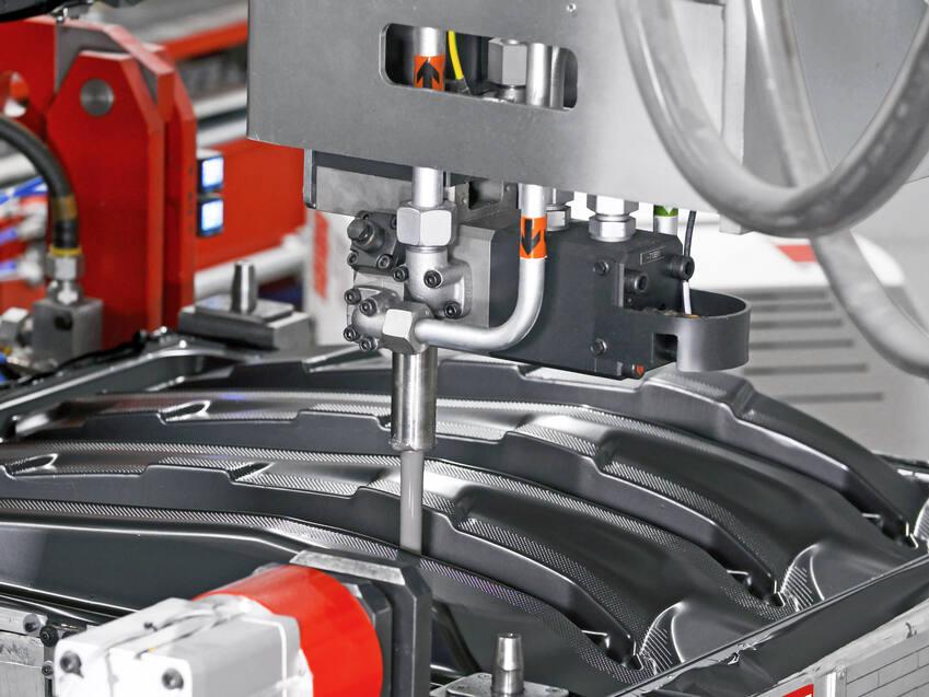 Die AFI-Technologie eignet sich für die Herstellung von Schaumbauteilen die mit einer Schutzfolie umhüllt sind - beispielsweise im Fahrzeugbau. (Quelle: Krauss Maffei)