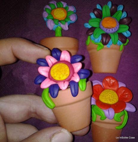 Calamite con fiori. Vaso di terracotta