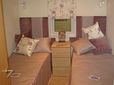 Pathfinder Retreat Lodge Twin Bedroom