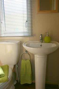 ABI-Dalby's-full-equipped-shower-room-and-tolitet