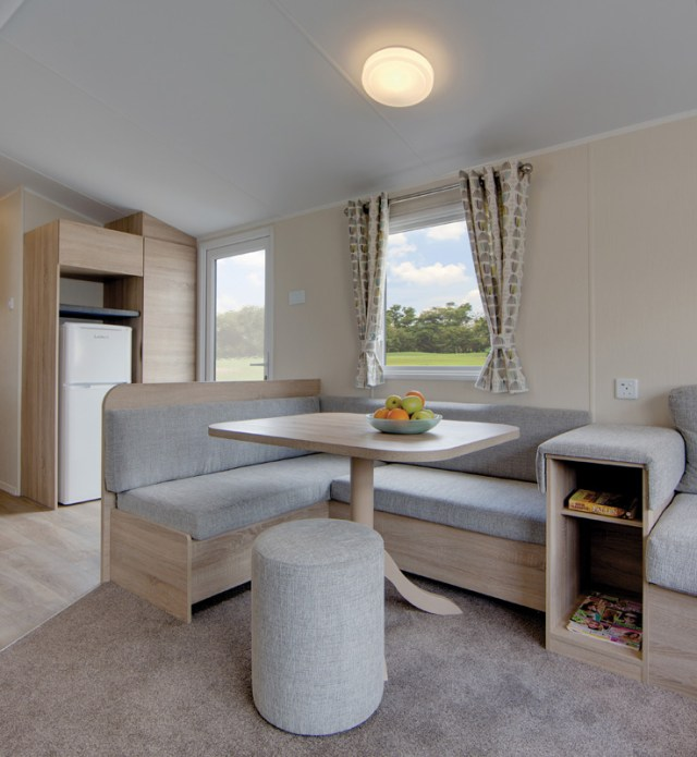 Willerby Lymington - dining table and chairs
