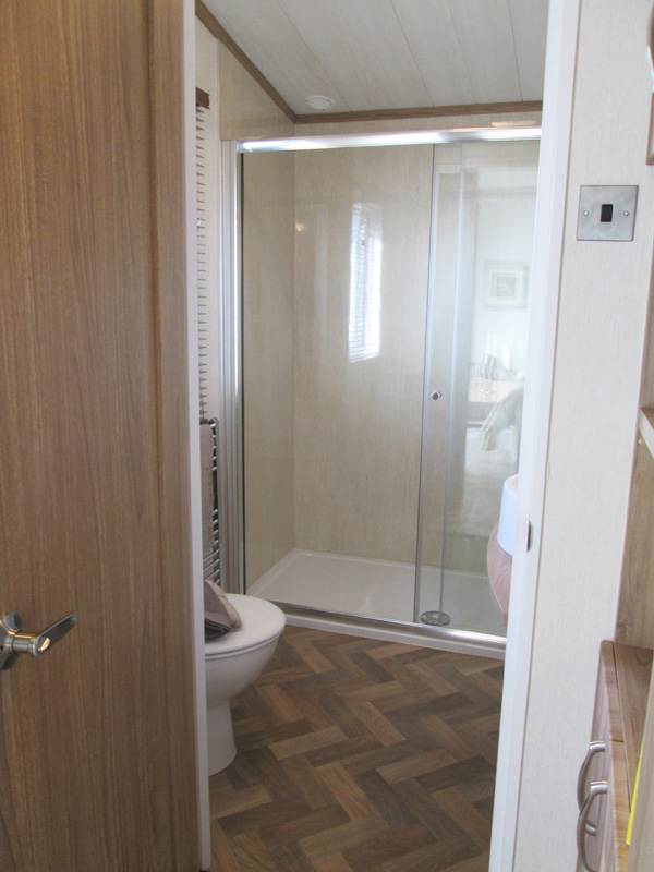 Pemberton Rivendale Lodge En Suite Showeroom