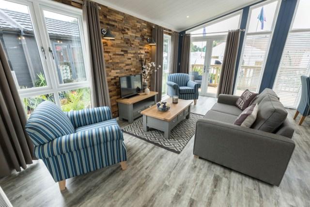 Tingdene Country Lodge Lounge Alternative View