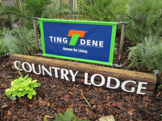 Tingdene Country Lodge Sign