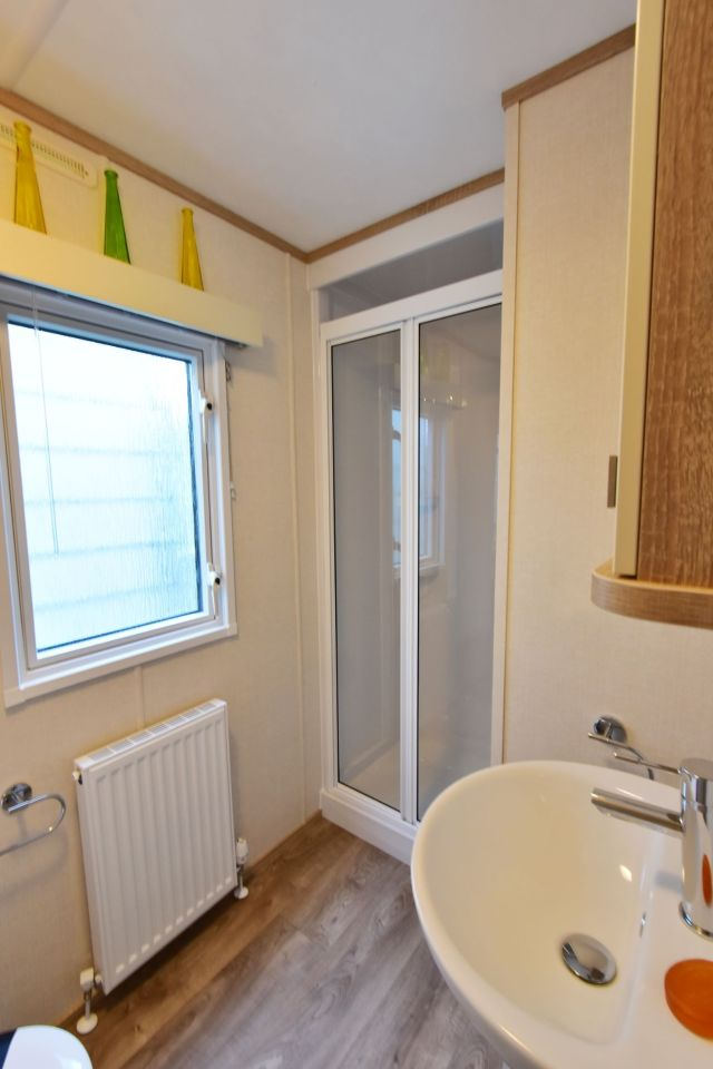 Carnaby Oakdale Master Bedroom Wash room