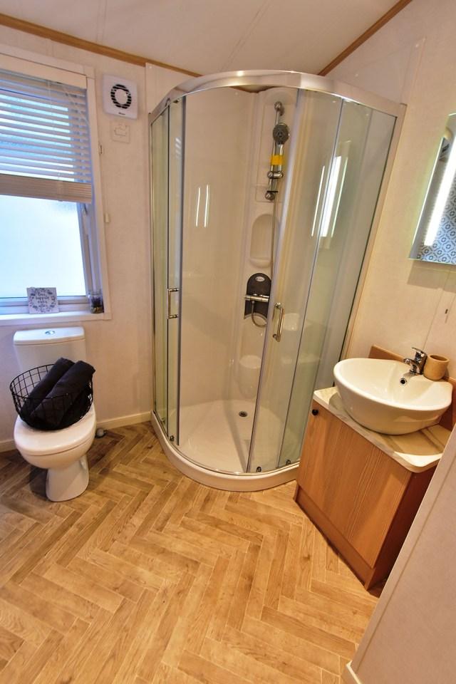 2019 Atlas Debonair lodge bathroom