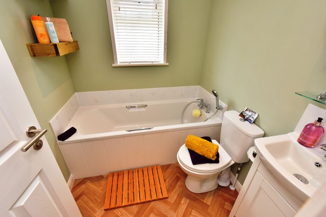 2019 Pathfinder Retreat lodge bathroom