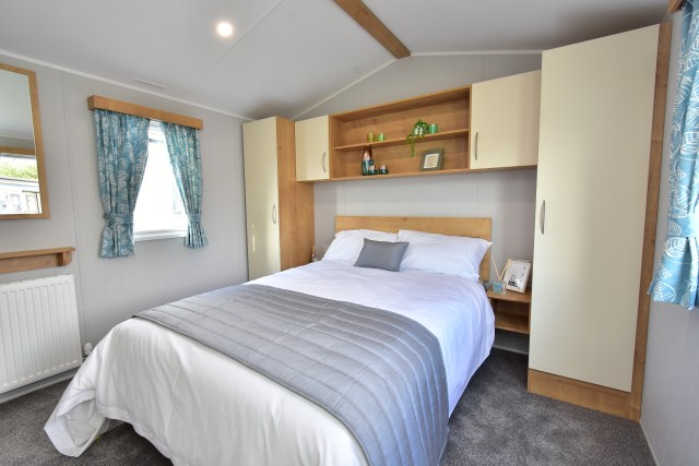 2020 Willerby Ashurst master bedroom