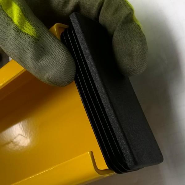 Abschlusskappe Anfahrschutz LKW