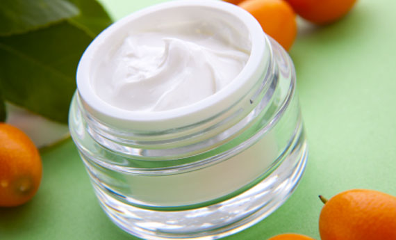 Crema per il viso fai da te al t verde aromatizzata agli