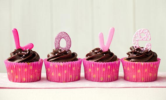 Cupcakes di San Valentino al cioccolato e pasta di zucchero  LEITV