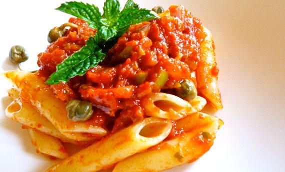 Pasta fredda al pomodoro fresco con capperi e olive  LEITV
