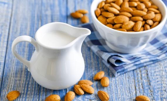 Risultati immagini per latte di mandorla