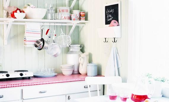 Cucina piccola 10 idee salvaspazio per farla sembrare pi grande  LEITV