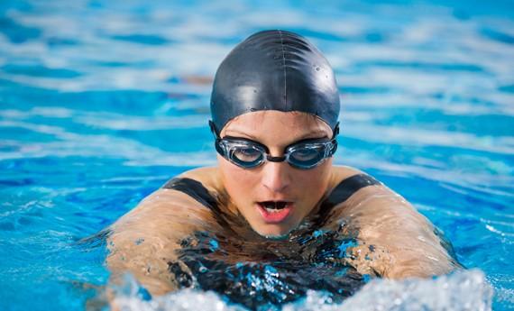 Allenamento in piscina per dimagrire  LEITV