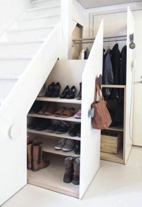 espace sous les escaliers