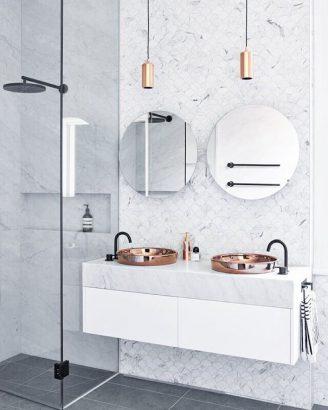 https www lejournaldelamaison fr le journal de la maison piece par piece salle de bain le journal de la maison petite salle de bains solutions pour bien lorganiser 256189 html