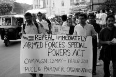 Manifestation indienne en 2011 pour l'abrogation du Armed Forces (Special Power) Act. Crédits : PUCL Karnataka - Abonao Photography