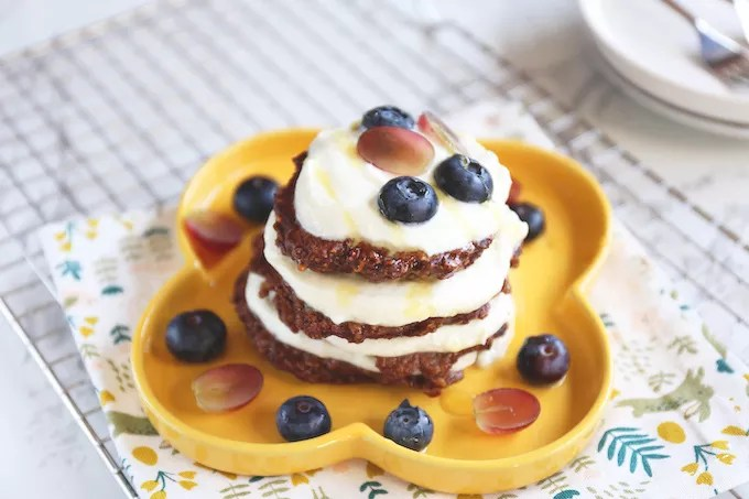 "Chocolate pancakes with oatmeal ""width ="" 680 ""height ="" 453 ""/> </strong data-recalc-dims="