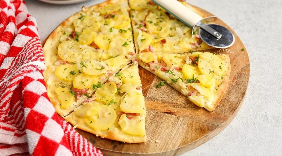 pizza met spek en aardappel
