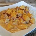 Perzik-Pinda: rijst met kip, pindasaus en perzik
