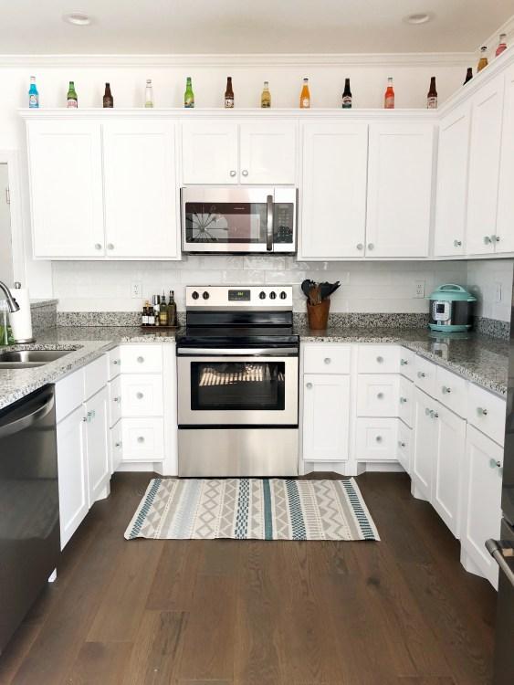 white u shaped kitchen design