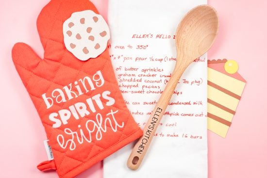 cricut personalized holiday baking set from hey let's make stuff
