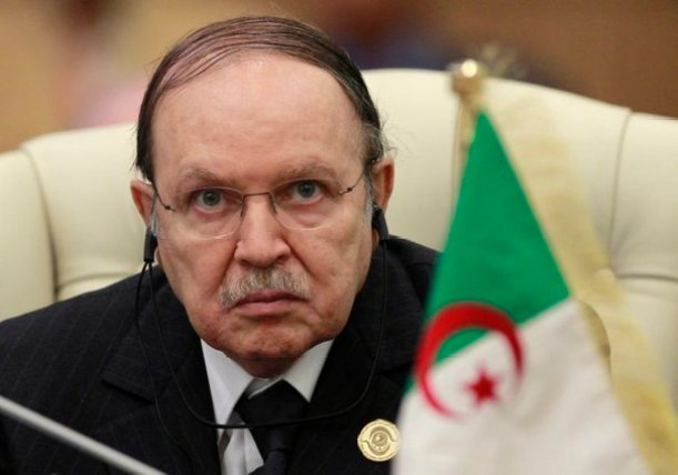 Algeria's President Abdelaziz Bouteflika listens to the speech of Libya's leader Muammar Gaddafi at the start of the third European Union-Africa summit in Tripoli November 29, 2010. Gaddafi warned the European Union on Monday that Africa would turn to other trade partners if the EU kept trying to dictate to the continent how it should develop. REUTERS/Francois Lenoir (LIBYA - Tags: POLITICS BUSINESS)