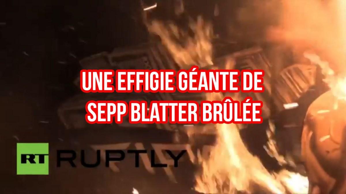 Corruption FIFA : une effigie géante de Sepp Blatter brûlée