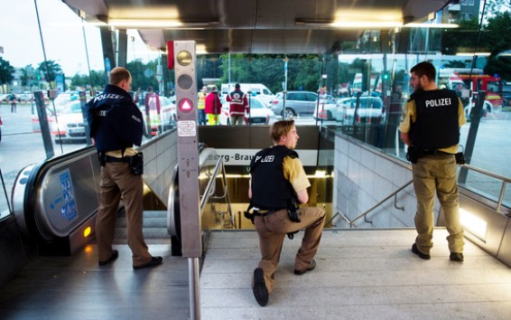 Police secures the entrance to a subway station near a shopping mall where a shooting took place on July 22, 2016 in Munich. Several people were killed on Friday in a shooting rampage by a lone gunman in a Munich shopping centre, media reports said / AFP PHOTO / dpa / Lukas Schulze / Germany OUT