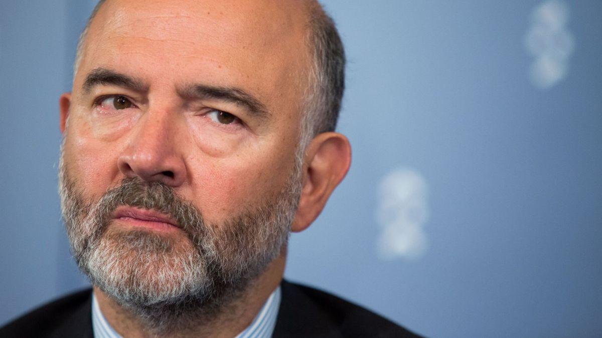 Moscovici s'est aussi fait offrir des costumes chez le tailleur de Fillon