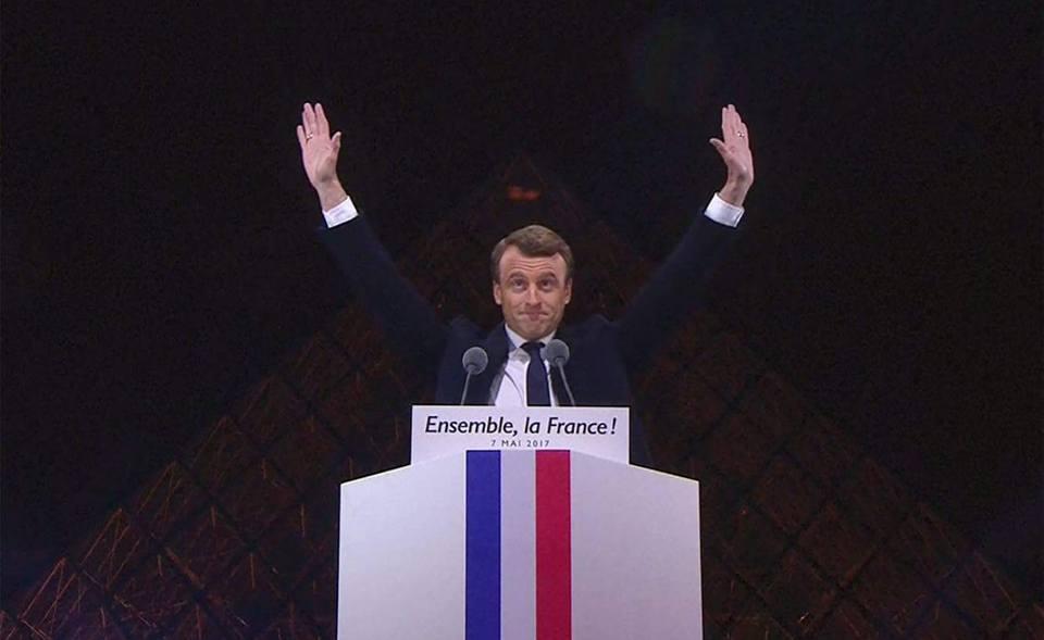 Symbolisme maçonnique lors du discours de Macron devant le Louvre