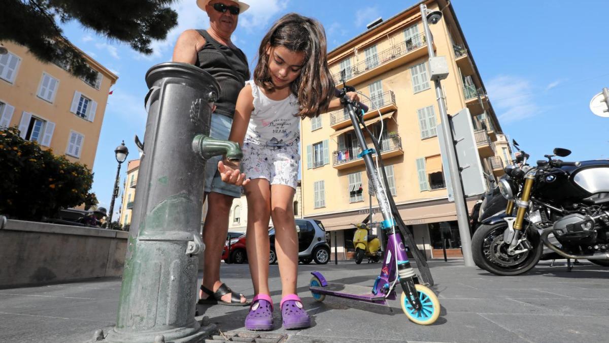 Plus d'eau sur la place du Pin à Nice pour… éloigner les SDF