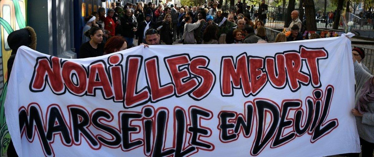 Un balcon s'effondre en pleine marche blanche à Marseille !