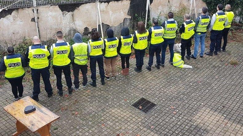 Des « policiers en colère » appellent leurs collègues à enfiler un gilet jaune