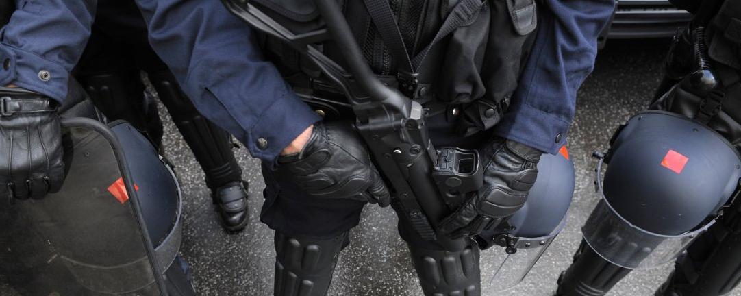 « Flashball » : des policiers affirment que viser la tête est autorisé !