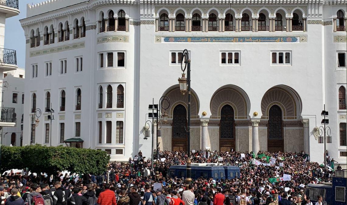 Les étudiants manifestent en masse contre un 5e mandat de Bouteflika [Photos]