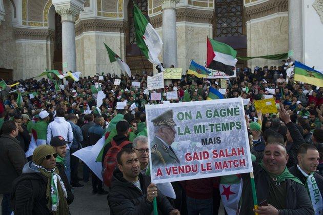 Algérie : à la manifestation du vendredi, Gaïd Salah en a eu pour son grade