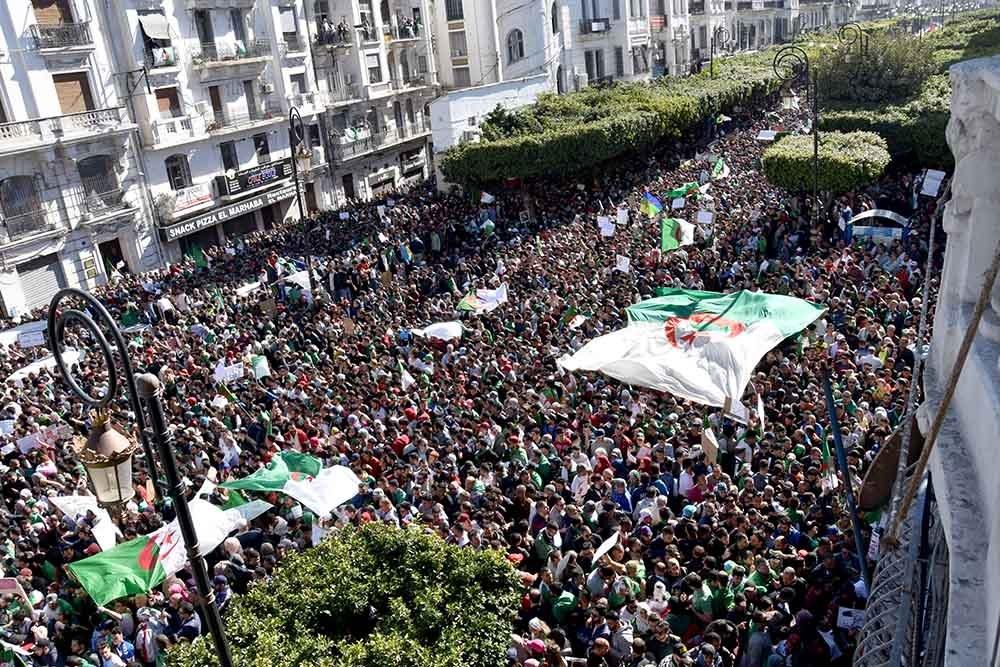 Journée historique en Algérie : rejet populaire des propositions de Gaïd Salah