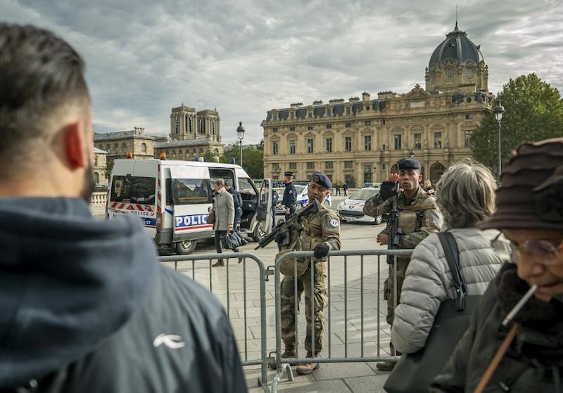 Le tueur de la Préfecture a pu avoir accès à la liste des policiers infiltrés dans les mosquées, révèle le « Canard »