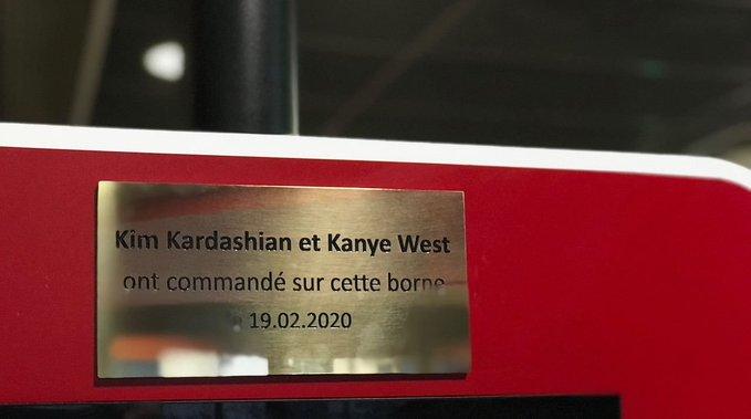 Babylon must die : une plaque commémorative installée dans un KFC après le passage de… Kardashian et Kanye !