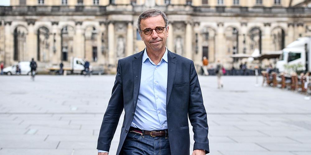Coronavirus : le maire de Bordeaux veut interdire la cigarette !