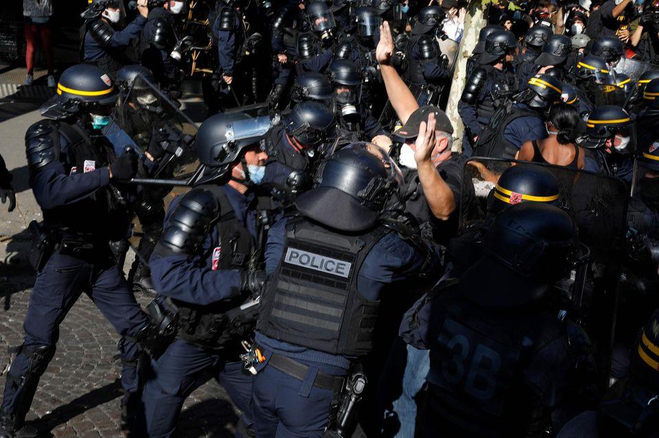 Maintien de l'ordre/Dictature : journalistes et observateurs pourront être interpellés en couvrant des manifs en France