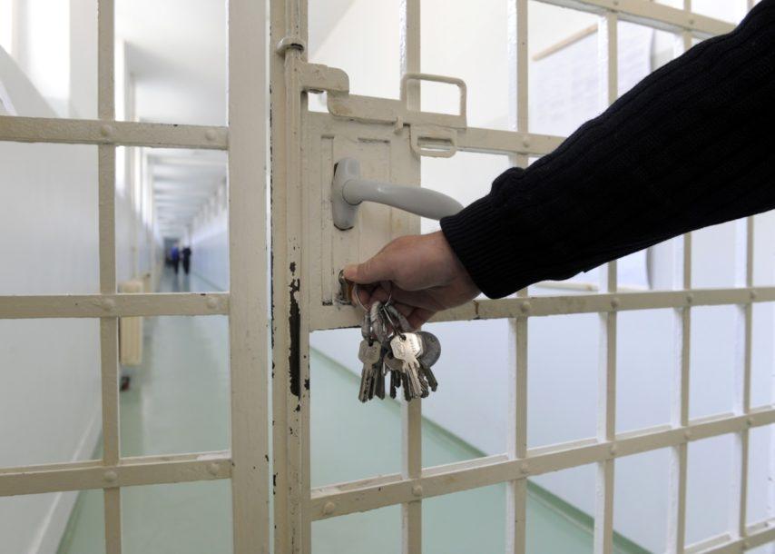 Un directeur de prison ment et se rend coupable de faux !