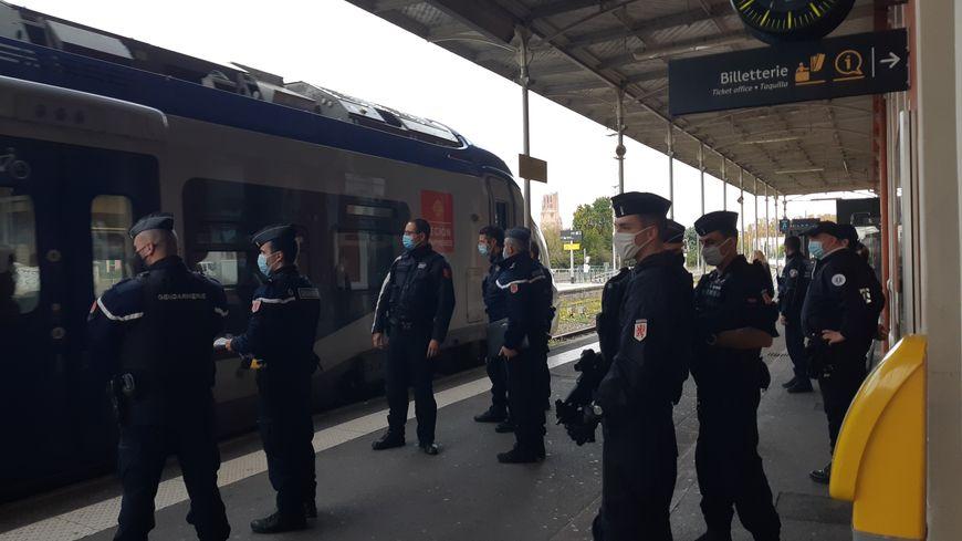 Covidiots : les forces de l'ordre à la gare pour empêcher les départs en week-ends interdits