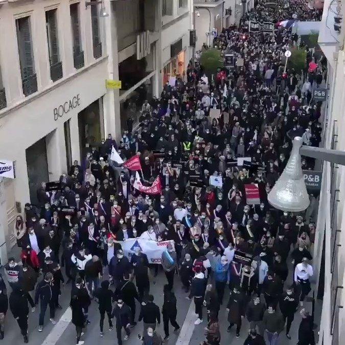 Énorme manifestation de restaurateurs et professions menacées hier à Marseille