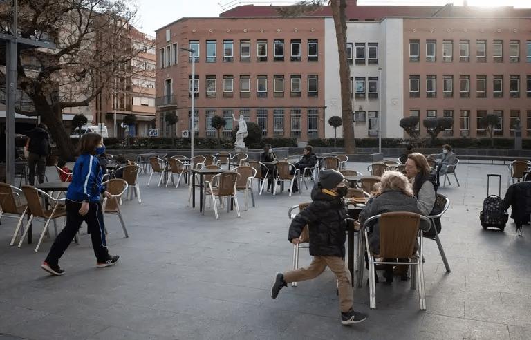 Coronavirus : 65 sénateurs réclament la réouverture des restaurants à midi